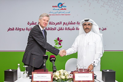 Energy Management CEO Ralf Christian und Essa bin Hilal Al-Kuwari, President von KAHRAMAA, während der Vertragsunterzeichnung.  Energy Management CEO Ralf Christian and Essa bin Hilal Al-Kuwari, President of KAHRAMAA, during the signing ceremony.